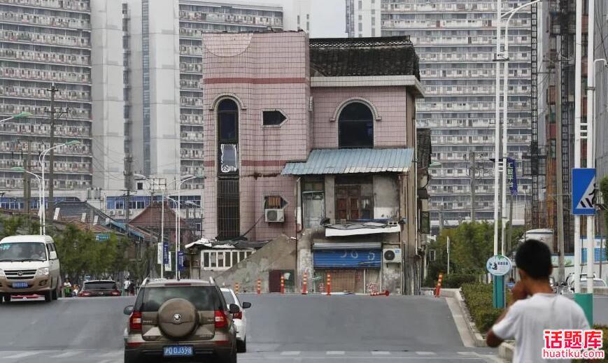 """聊聊""""上海松江区沪亭北路""""路中屋""""占道10年后将拆迁"""""""